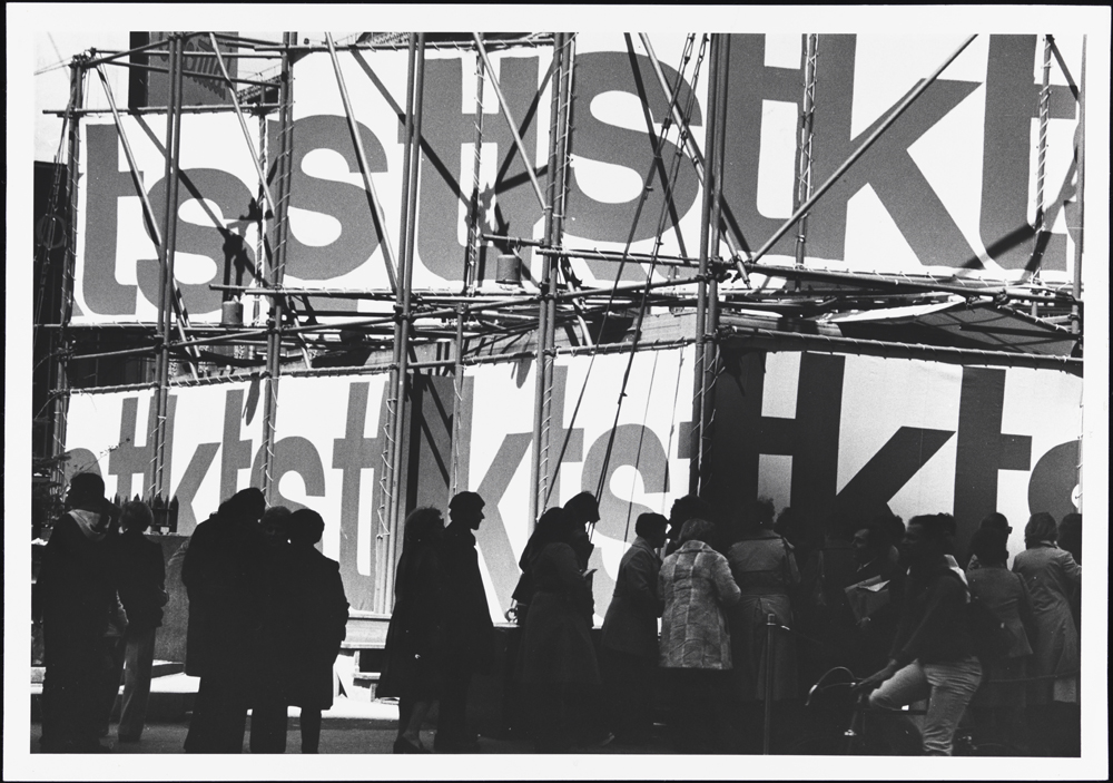 Andreas Feininger (1906-1999). Theatre Ticket Sale, Times Square, 1979. Museum of the City of New York. 90.40.27