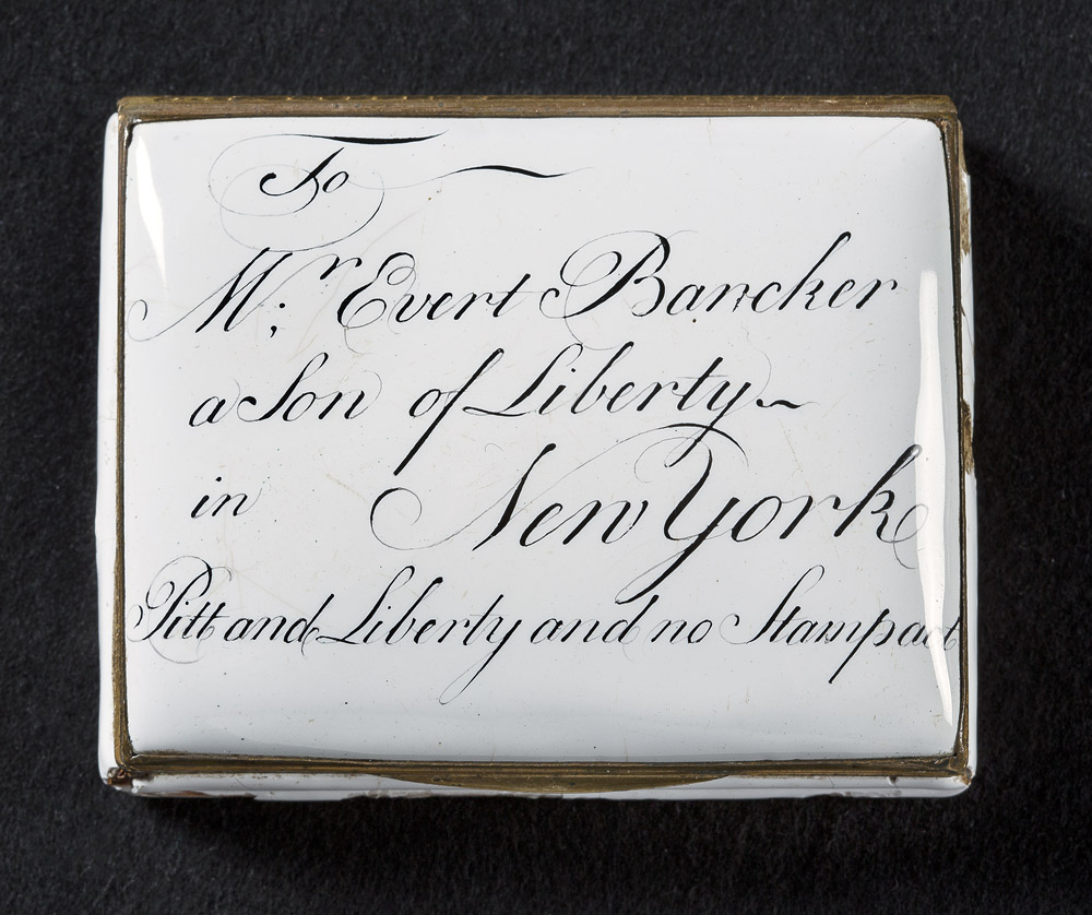 A snuffbox with engraving from 1765