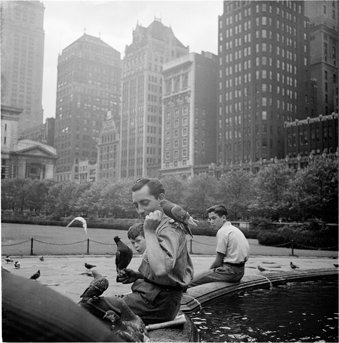 Andrew Herman. Feeding Birds by a Fountain, Park, 1940. Museum of the City of New York.43.131.8. 028