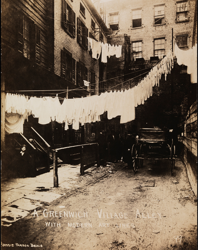 Jessie Tarbox Beals. Greenwich Village Alley with Modern Art Lines. 1905-1920, Museum of the City of New York. 95.74.12