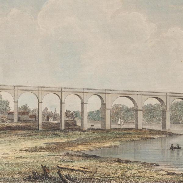 Paysage d'une rivière et des rives environnantes. Deux personnages se tiennent sur la rive la plus proche, et un grand aqueduc est visible derrière eux