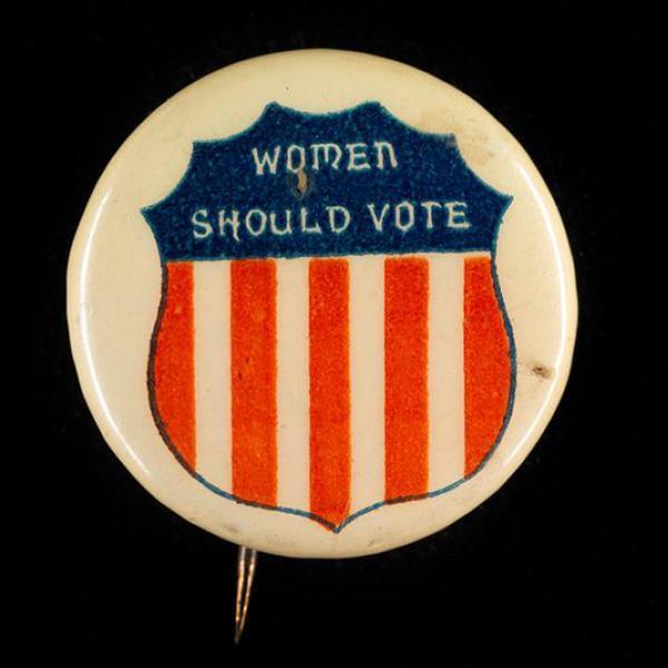 X2011.12.6 Mulheres devem votar DATA: ca. Botão 1890 -1920 (artefato de informação)