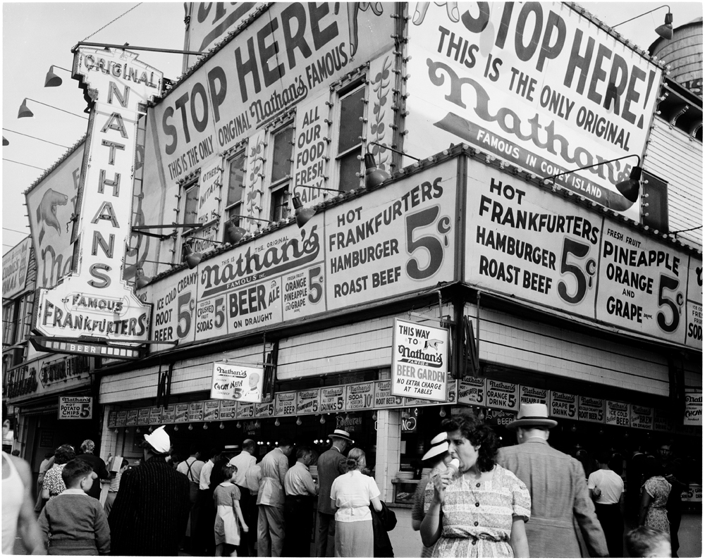 Andrew Herman, Federal Art Project (n.d). Nathan's Hot Dog Stand, Coney Island, July 1939. Museum of the City of New York. 43.131.5.13