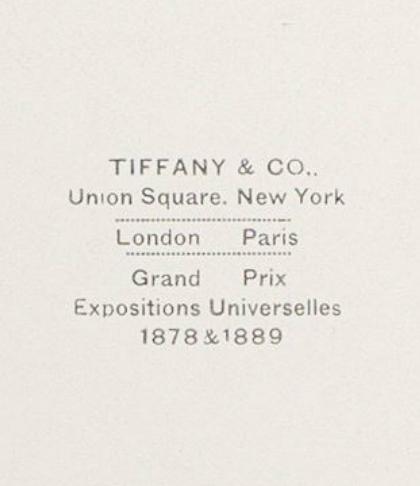 Tiffany와 Company를위한 내부 상자 뚜껑의 세부 사항 검은 색 타조의 접는 깃털 팬. AB 세부 사항
