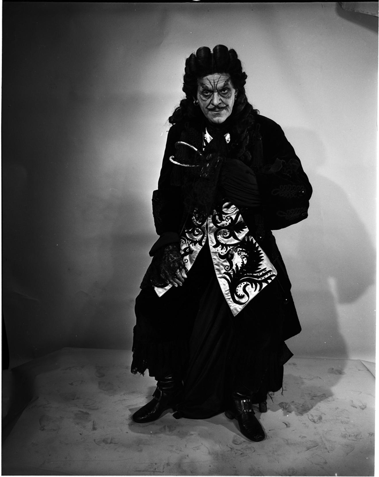 Lucas-Monroe [Boris Karloff como Capitán Garfio], 1950. Museo de la Ciudad de Nueva York. 80.104.1.2163