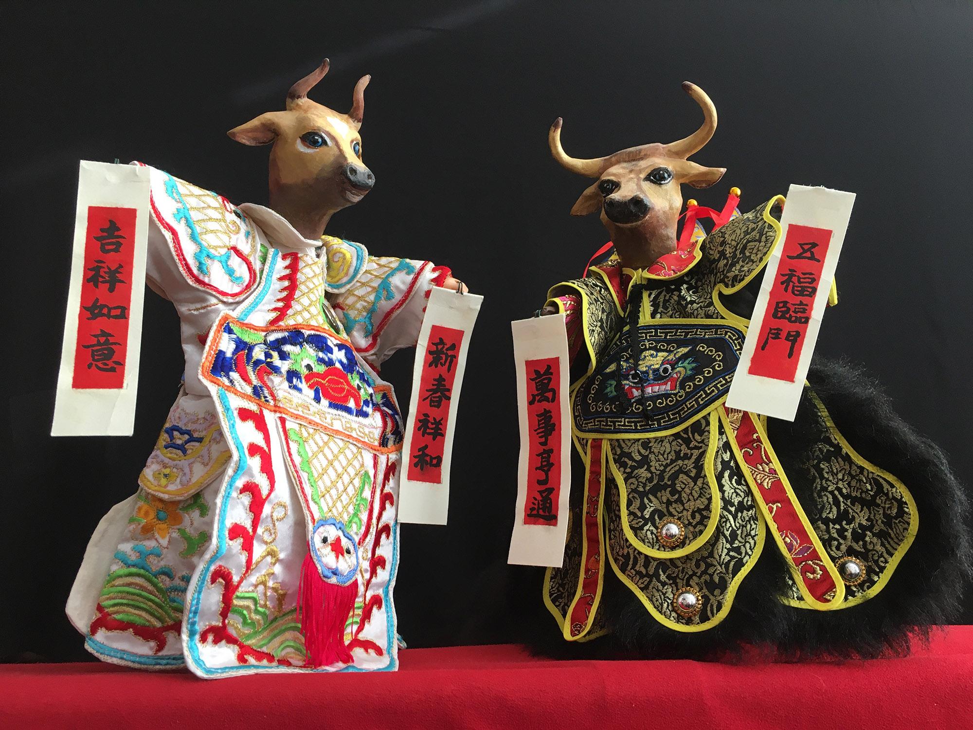 """Foto del Teatro Chino Works 2021 Espectáculo de marionetas de mano """"Hao Bang Ah, Ox!"""". Cada año, CTW crea un nuevo espectáculo tradicional de marionetas del zodíaco."""