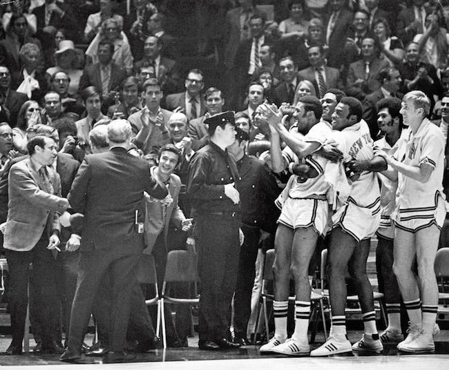 Os Knicks comemoram a vitória de 1970 contra o LA Lakers