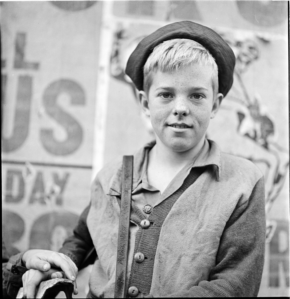 Stanley Kubrick (1928-1999). Shoe Shine Boy, 1947. Museum of the City of New York. X2011.4.10368.286