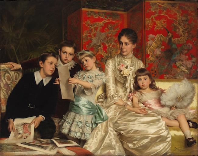 裕福な銀行家の妻と子供たちのこの肖像画は、子供たちがファッションプレートで遊んでいる間、スタイルと豪華さの家庭生活を描いています。