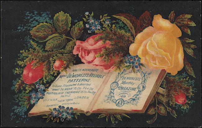 Demorestsのファッションを宣伝する青いテキストのページに開かれた本を、黒い背景に色とりどりの花のアレンジメントが囲んでいます。