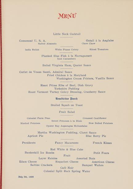 """Menú impreso de varios platos el 4 de julio de 1909, cena. Presenta los nombres de cada plato impresos en azul, """"Menú"""" impreso en la parte superior con tinta roja."""