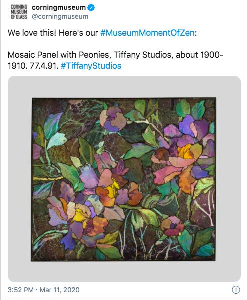 Capture d'écran de la publication Twitter du Corning Museum of Glass avec #MuseumMomentOfZen.
