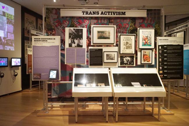 """Activist New York""전시회에서 Trans Actismism 사례 연구의 설치 샷."