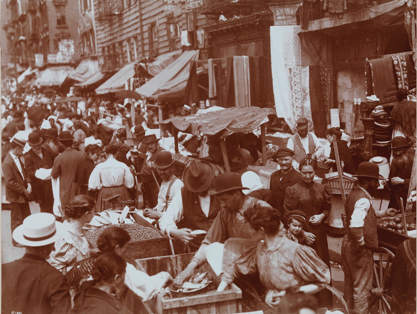 Byron Company. [Street Vendors, 1898. Hester St.] Museum of the City of New York. 93.1.1.18132.
