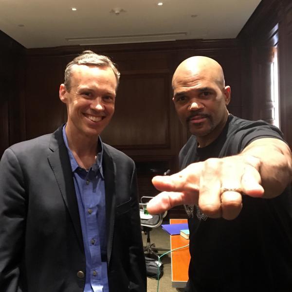 L'hôte de votre ville natale Kevin Burke avec Darryl McDaniels de Run-DMC