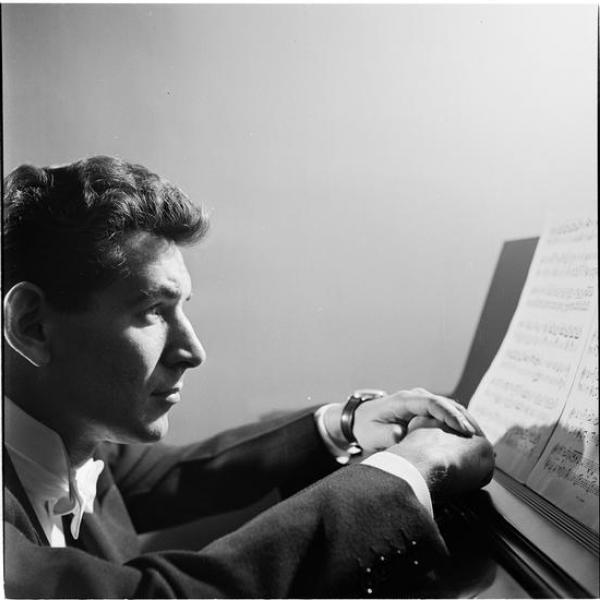 Stanley Kubrick photo from Look Magazine of Leonard Bernstein looking at the piano taken at 1949.