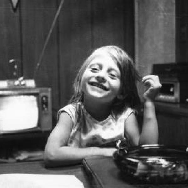 une photographie d'enfance en noir et blanc de Maria Bartiromo