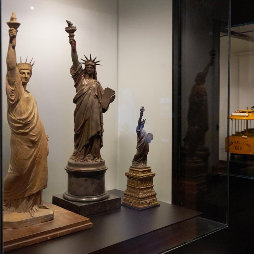 Maquettes et maquettes de la Statue de la Liberté exposées dans une exposition