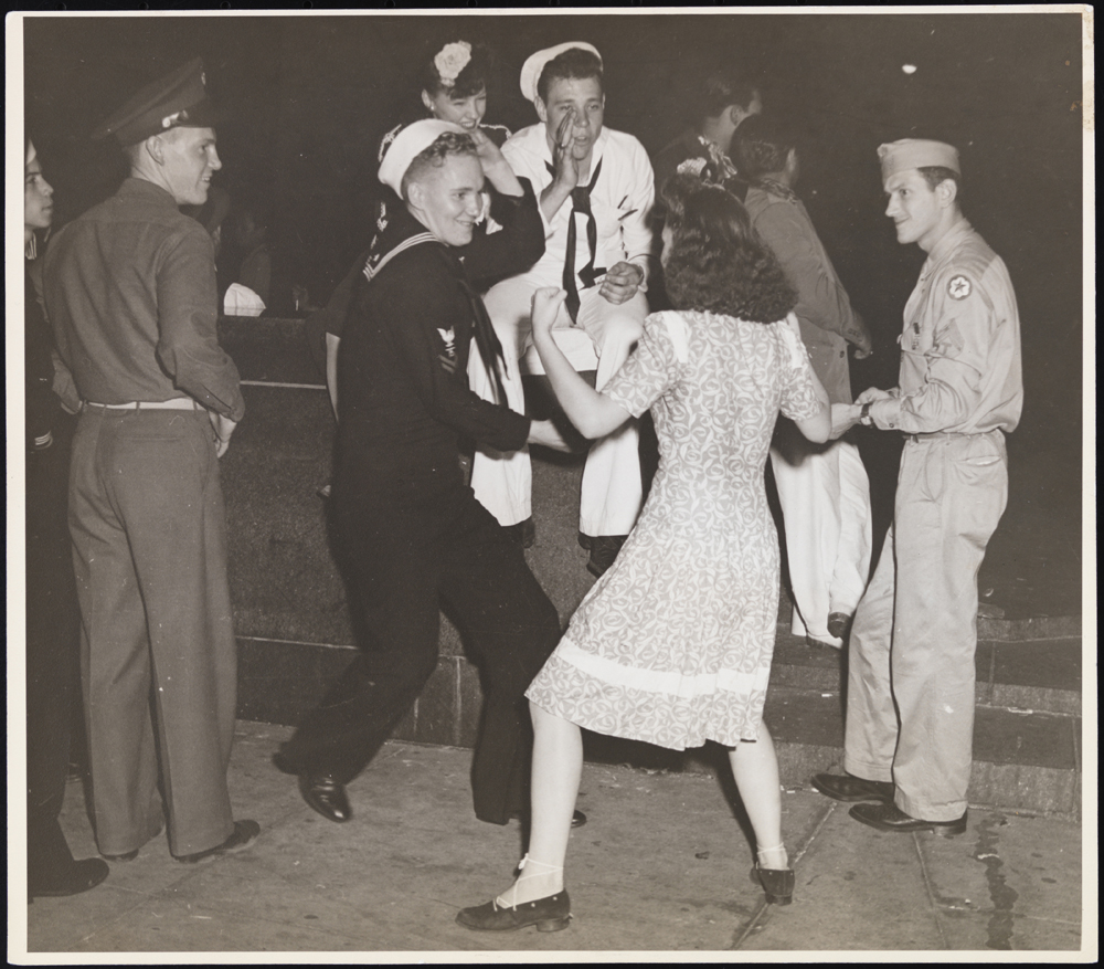 Charles Ditchfield (no dates). Mary Gets Going. [Soldiers and girl dancing in Times Square.], ca. 1945. Museum of the City of New York. X2010.11.4027